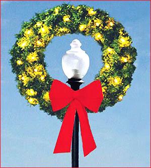 Outdoor Lamp Post Christmas Wreath