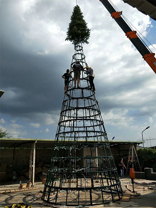 Paramount Christmas Tree - Frame Build